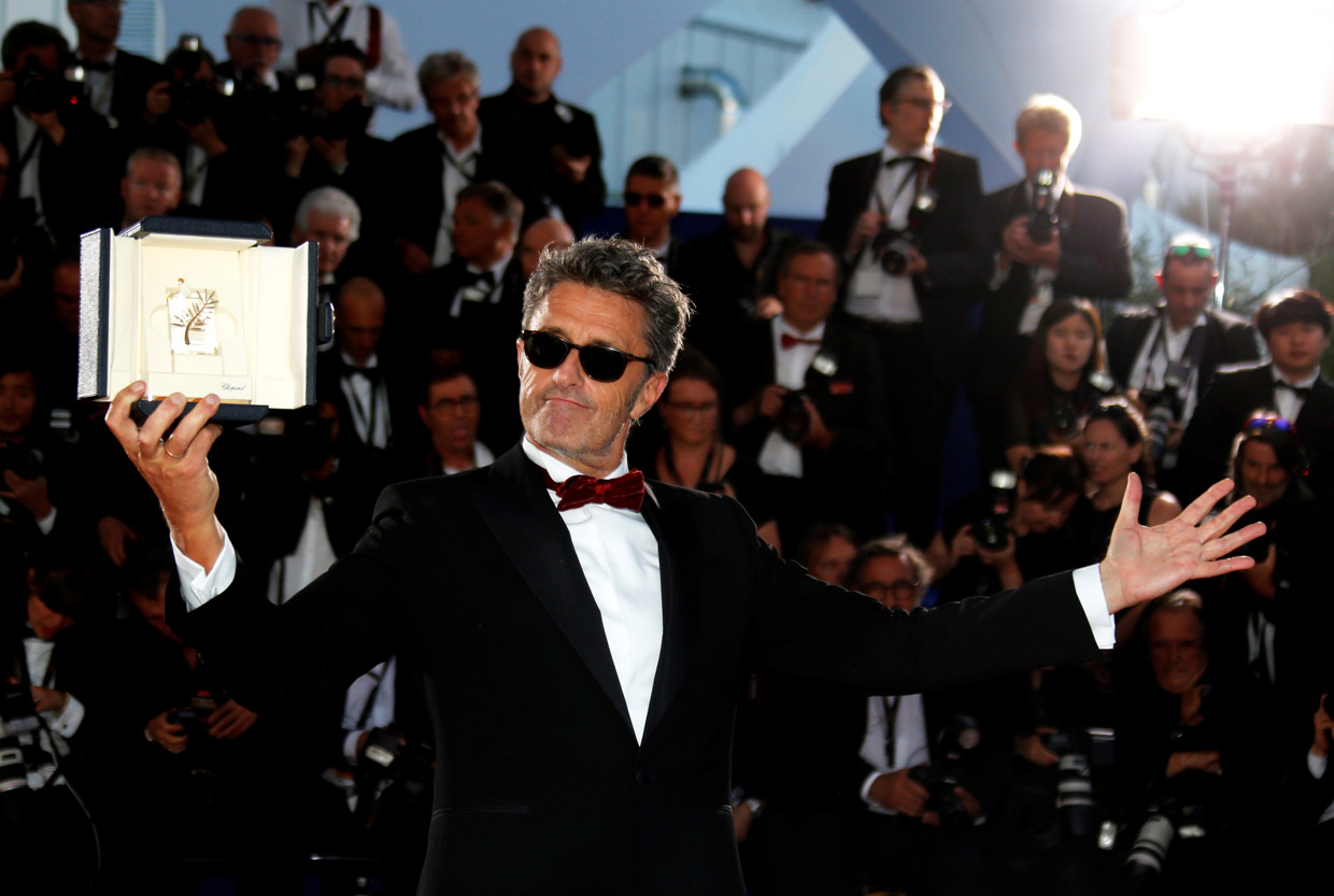 Paweł Pawlikowski holding his Best Director Award in Cannes, 19.05.2018, photo: Regis Duvignau/REUTERS/Forum