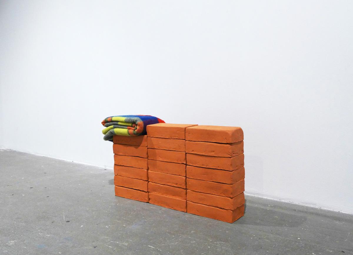 Sets III, 2013, blanket, ceramic, 46 x 85 x 13 cm, photo: Alicja Bielawska