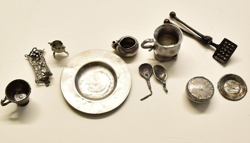 Miniaturowe naczynia, wł. Muzeum Archeologiczne w Gdańsku