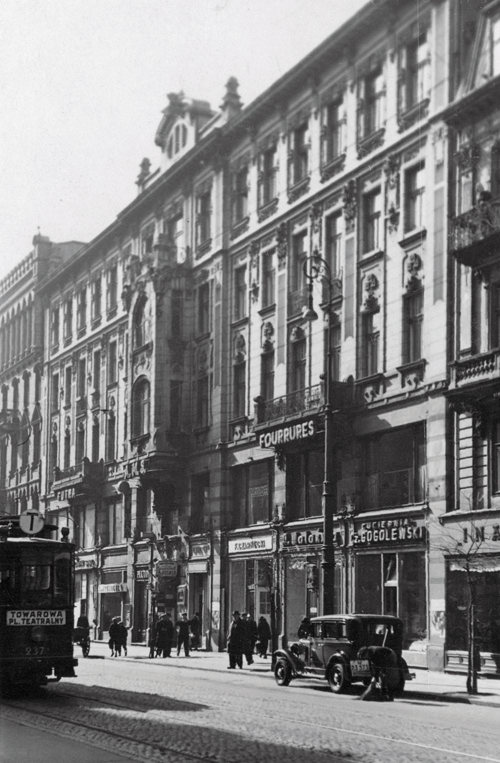 Fragment domu przy Marszałkowskiej 127, Marszałkowska 129, fragment domu numer 131, około 1937 roku. Fot. Archiwum Państwowe w Warszawie / Referat Gabarytów