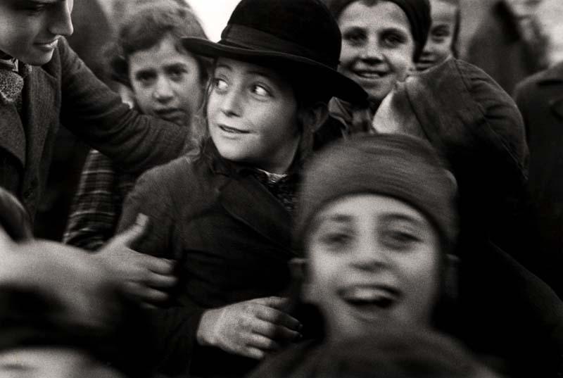 Jewish schoolchildren, Mukacevo, ca. 1935–1938. ©Mara Vishniac Kohn, courtesy International Center of Photography.