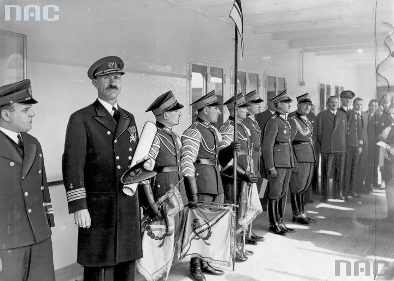 Ceremony for bestowing the ornamental badge of the ship to Captain Eustazy Borkowski, 1937, photo. Kazimierz Borkowski / NAC/www.audiovis.nac.gov.pl