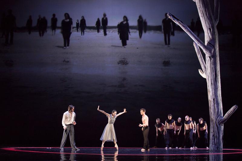 Vladimir Yaroshenko (Prospero), Yuka Ebihara (Miranda) i Paweł Koncewoj (Caliban), fot. E. Krasucka/Teatr Wielki – Opera Narodowa