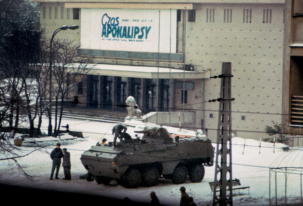 Chris Niedenthal's photo of Warsaw, December 1981. First day of Martial Law. Kino Moskwa screens Francis Ford Coppola's Apocalypse Now, photo: press material