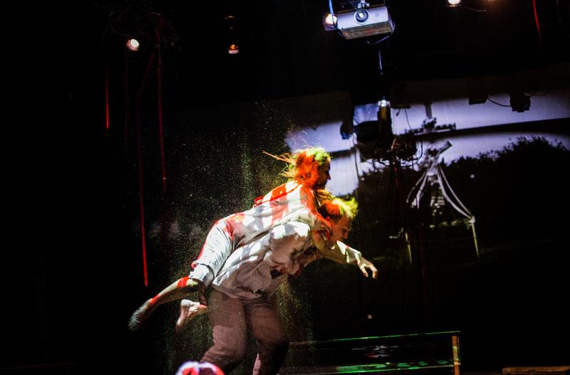 """Scena z przedstawienia """"Dziady. Twierdza Brześć"""" w reżyserii Pawła Passiniego, 2015, Lublin, fot. Maciej Rukasz / rukasz.com"""