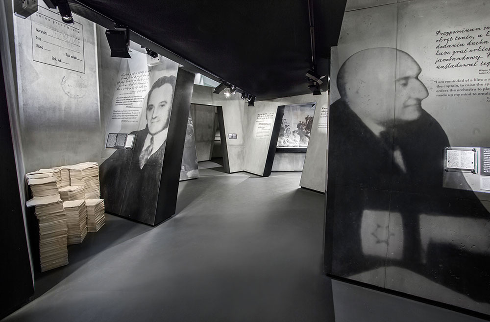 Adam Czerniaków and Emanuel Ringelblum guide visitors through Warsaw Ghetto exhibition, photo: Magda Starowieyska