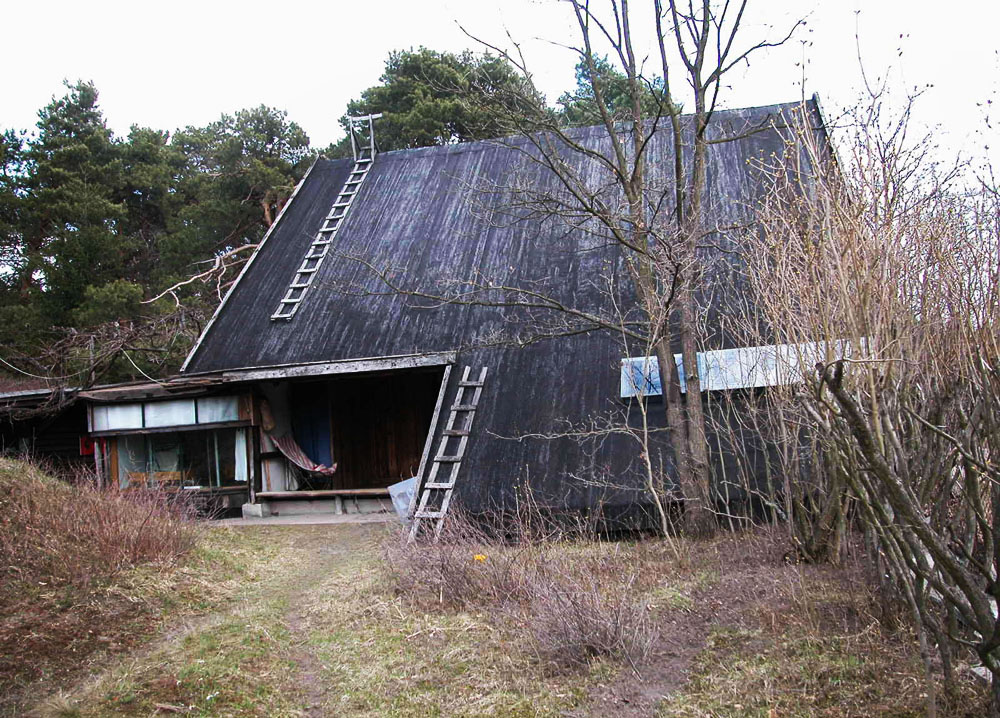 Zofia and Oskar Hansen, the architects' home in Szumin, built in 1969, photo:  Andrzej Przywara/courtesy of the Foksal Gallery Foundation