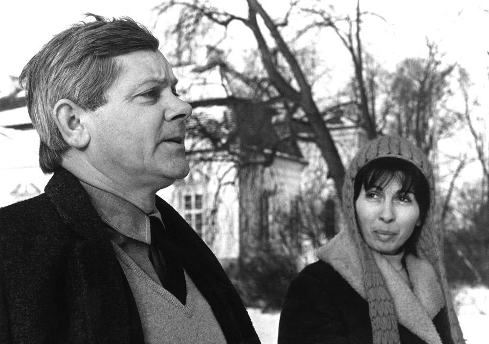 Zbigniew Herbert z żoną Katarzyną , Dom pracy tworczej ZLP, 1972, fot. Erazm Ciołek / Forum