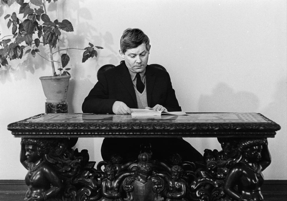 Zbigniew Herbert in the Creative Work House – The Polish Writers' Union (ZLP), 1972, photo: Erazm Ciołek/Forum