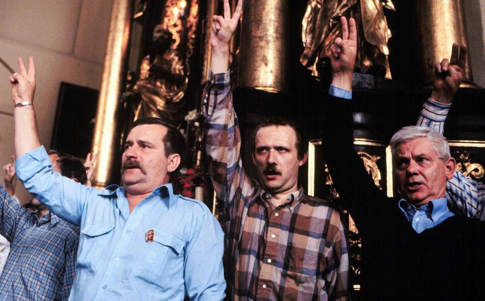 Lech Wałęsa, Adam Michnik i Zbigniew Herbert, fot. LASKI DIFFUSION / East News