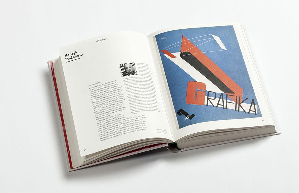 """Rozkładówka z książki """"VeryGraphic. Polish Designers of the 20th Century"""", 2015, fot. Kuba Sowiński / IAM"""