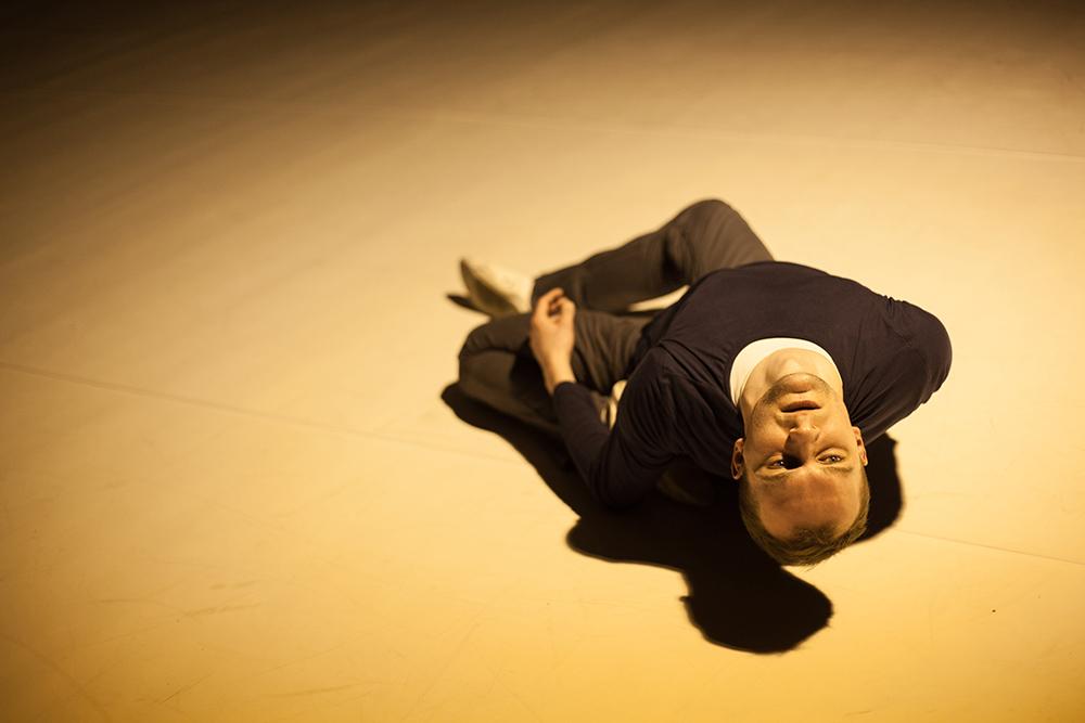 """Zdjęcie z przedstawienia """"Insight"""" Janusza Orlika, fot. Jakub Wittchen dla Art Stations Foundation by Grażyna Kulczyk"""