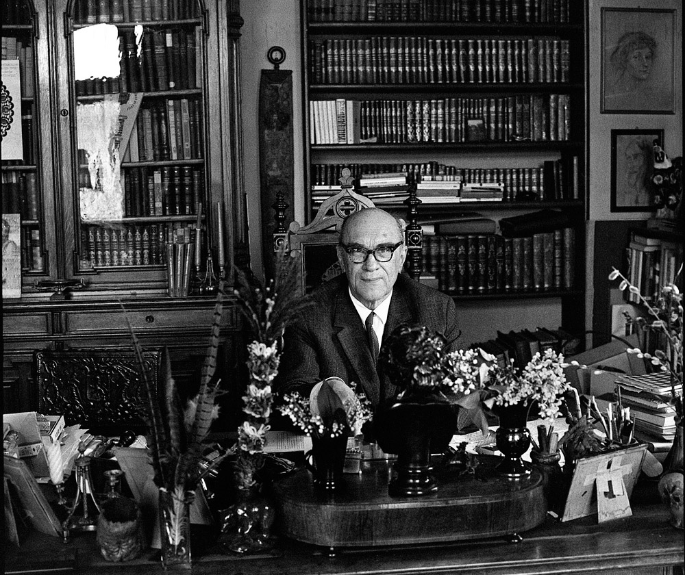 Jarosław Iwaszkiewicz w w swoim mieszkaniu w Stawisku, fot. Janusz Sobolewski / Forum