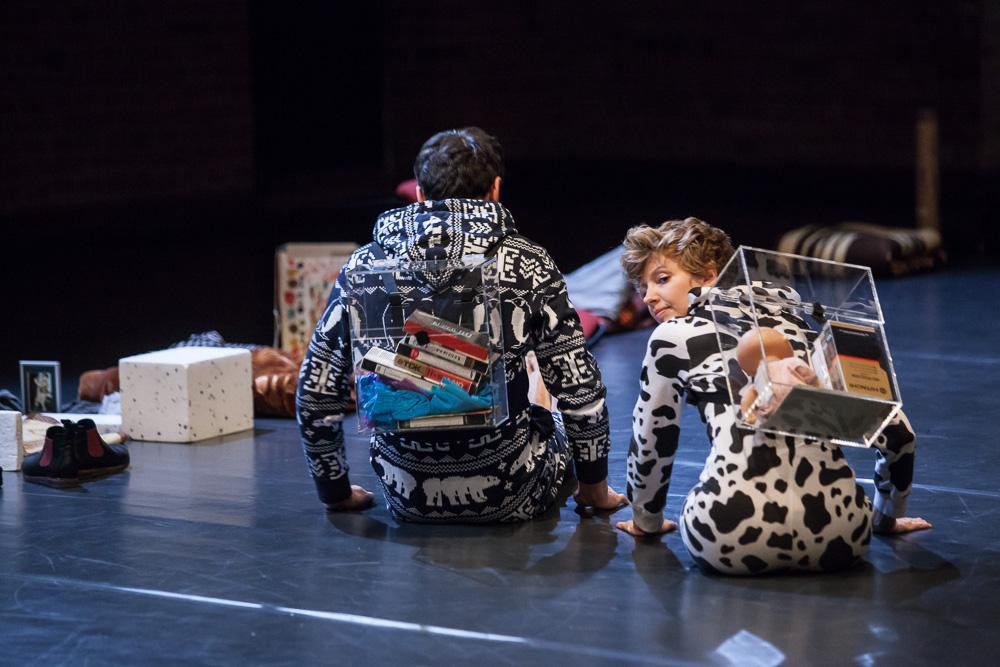 Iza Szostak in the spectacle Dziecko, photo: Jakub Wittchen