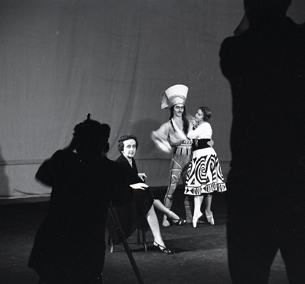 Janina Jarzynówna-Sobczak during rehearsal for Harnasie by Karol Szymanowski, 1960, Baltic State Opera, photograph from the Saga of the Sobczak Family exhibition, National Museum in Gdańsk, photo: organisers' press materials