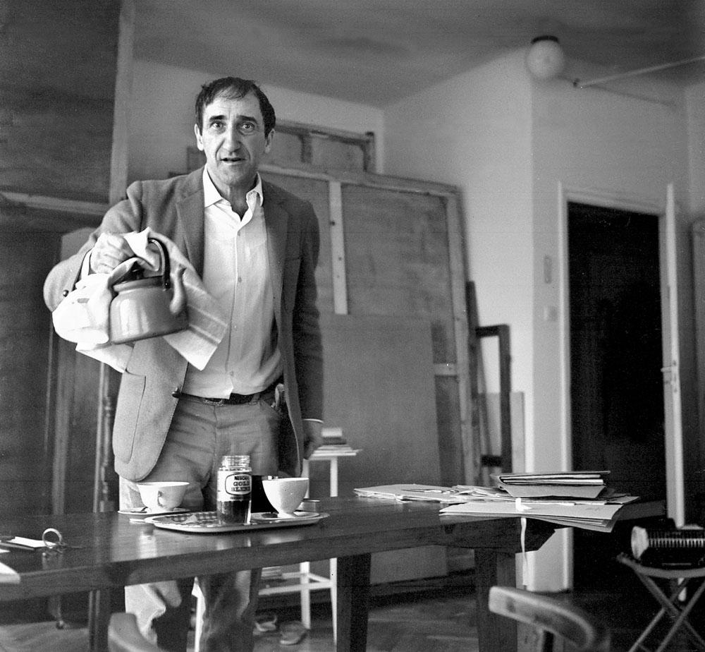 Tadeusz Kantor w swojej pracowni, Kraków, 1973, fot. Aleksander Jałosiński / Forum