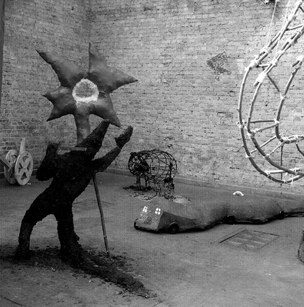 Grupa Koło Klipsa, Exhibition no. 6, 1989, photo by Włodzimierz Kowaliński