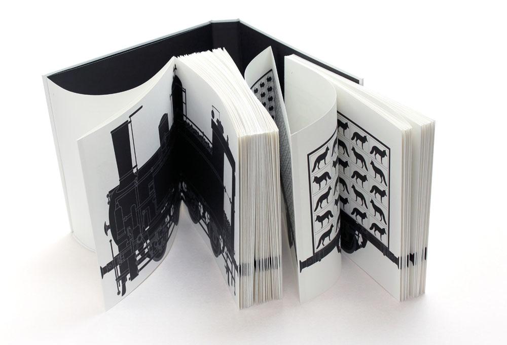"""Project by Małgorzata Gurowska: """"Lokomotywa/IDEOLO"""", 2013, publisher Fundacja Sztuczna, Wytwórnia, photo: Małgorzata Turczyńska / Print Control no.3"""