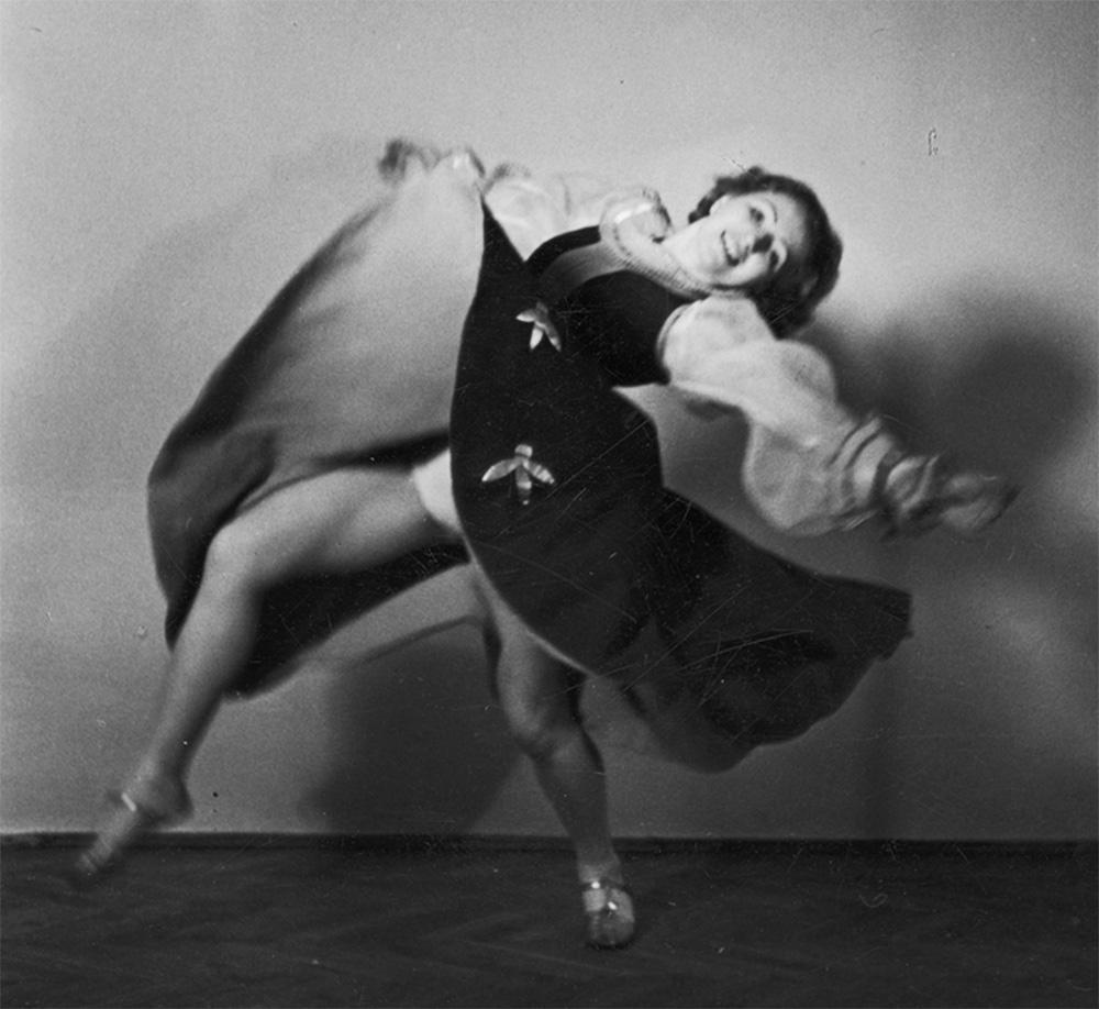 Franciszka Mannówna, (Franceska Mann), fotografia sytuacyjna, 1939, fot.Rosner/www.audiovis.nac.gov.pl (NAC)