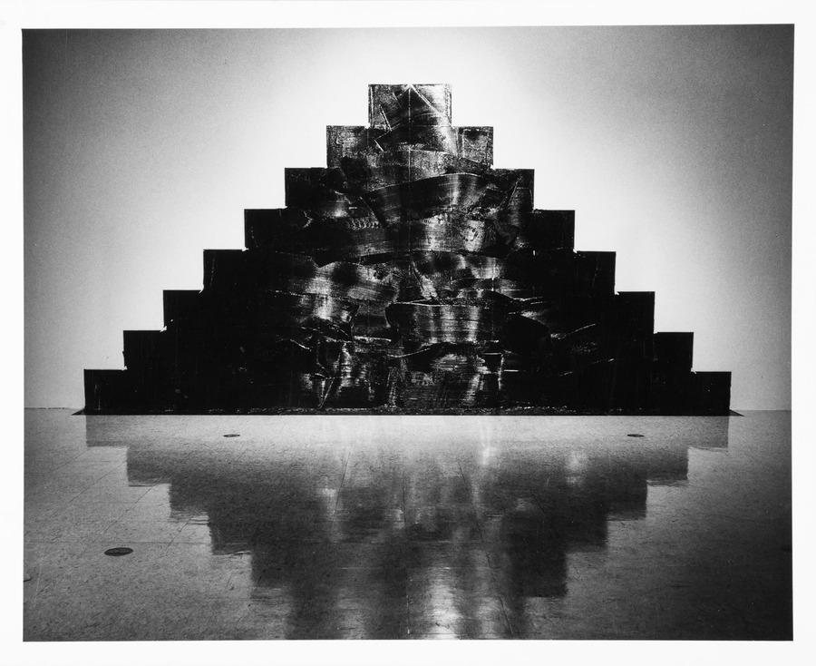 """Mikołaj Smoczyński """"The Hoisting"""", 1991, San Diego, Archiwum MOCAK-u, fot. z Kolekcji MOCAK-u"""