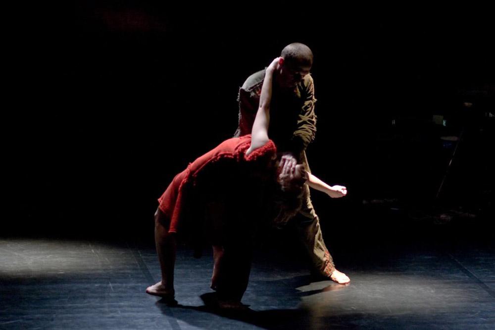 """Scena z przedstawienia """"Nano"""", choreografia: Ryszard Kalinowski, 2011, fot. Mariusz Bielecki/Lubelski Teatr Tańca"""