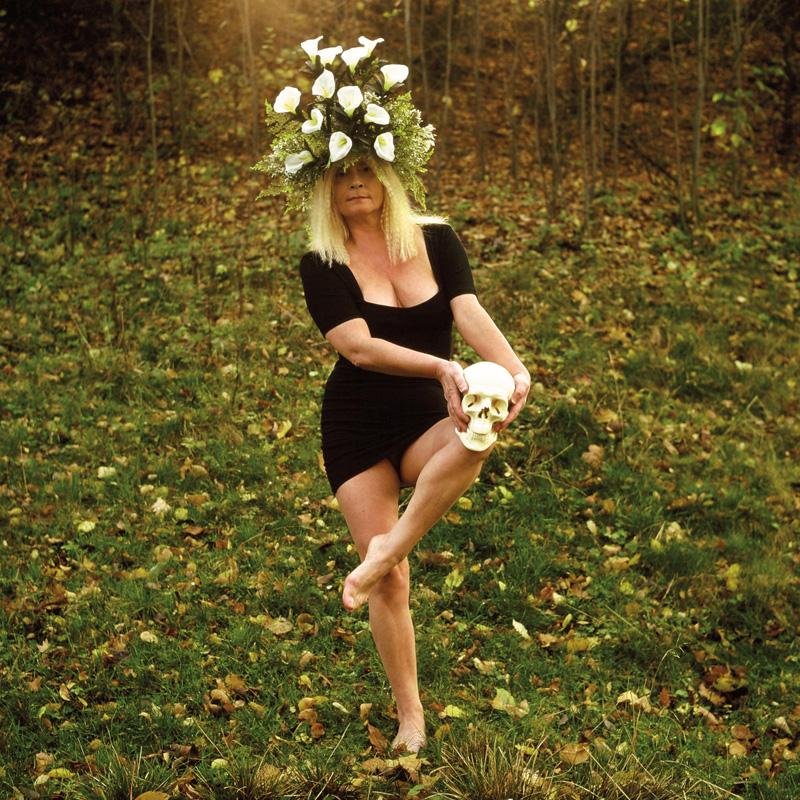 """Natalia LL, """"Brunhilda II"""", (Seans), 1993, fotografia barwna, 300 x 300 cm, fot. dzięki uprzejmości artystki"""