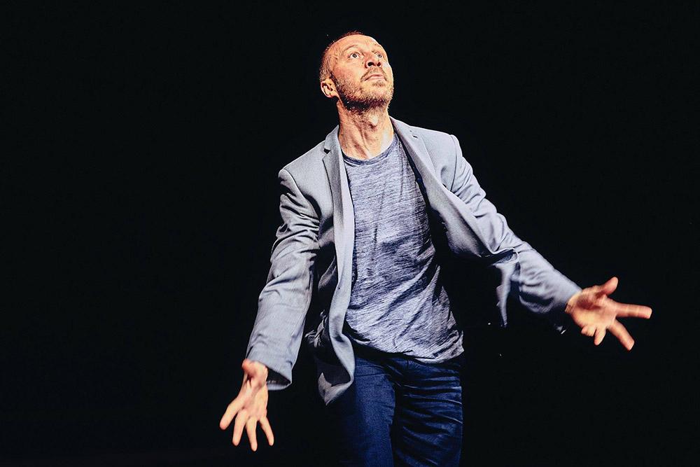 """Ryszard Kalinowski w przedstawieniu """"Ostatnie solo K."""", koncepcja, choreografia, wykonanie: Ryszard Kalinowski, fot. Piotr Jaruga/ Lubelski Teatr Tańca"""