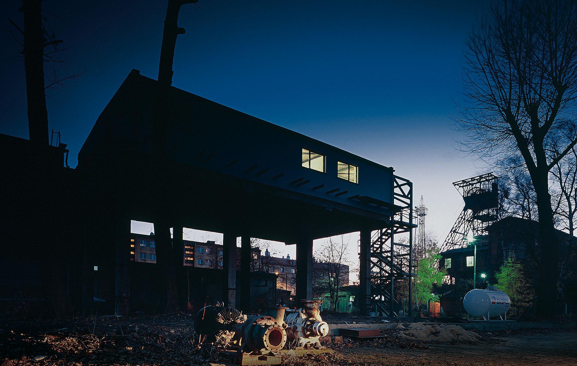 Пшемо Лукасик / Medusa Group. Bolko Loft (частный дом na территории шахты), 2002–2003, ул. Крушцова, Бытом, фото: Юлиуш Соколовский