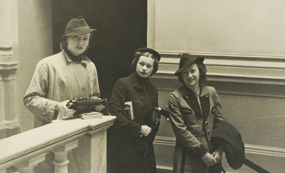 Alicja, Helena and Loda Halama, 1935, photo: Jerzy Benedykt Dorys / National Library / Polona