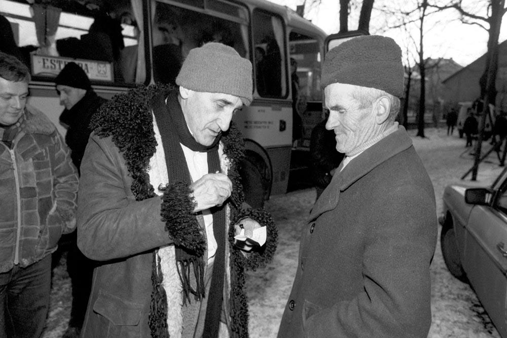 Tadeusz Kantor in Wielopole Skrzyńskie in the Tarnowskie refion, 1983, photo: Tadeusz Rolke / AG