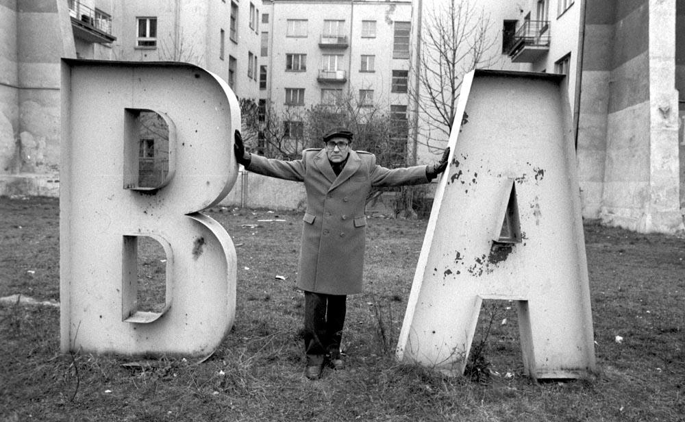 Tadeusz Konwicki, 1982, Warszawa, fot. Tadeusz Rolke / AG
