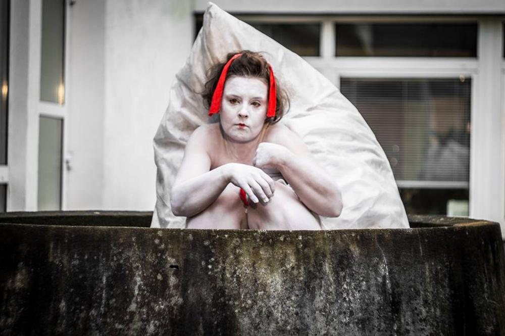 """Teatr Amareya, zdjęcie z przedstawienia """"Mushi No Hoko"""", wykonanie: Joanna Duda, Aleksandra Śliwińska, Katarzyna Pastuszak, fot. materiały promocyjne"""