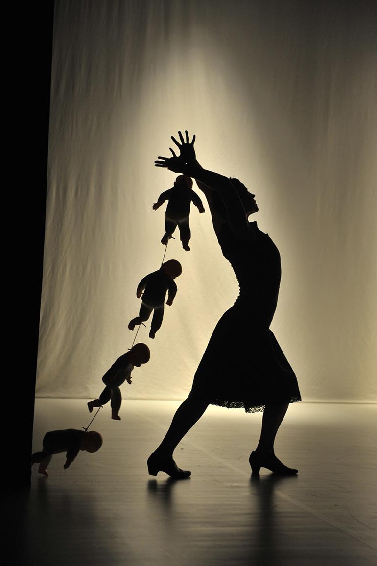 """Teatr Amareya, zdjęcie z przedstawienia """"Ocaleni na skraju nieba"""", wykonanie: Agnieszka Kamińska, fot. Paweł Wyszomirski"""