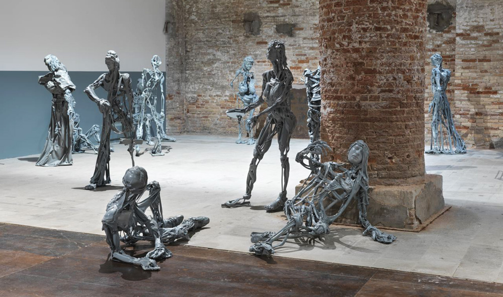"""Paweł Althamer """"Wenecjanie"""", 2013, fot. Jens Ziehe, Berlin, dzieki uprzejmości Fundacji Galerii Foksal"""