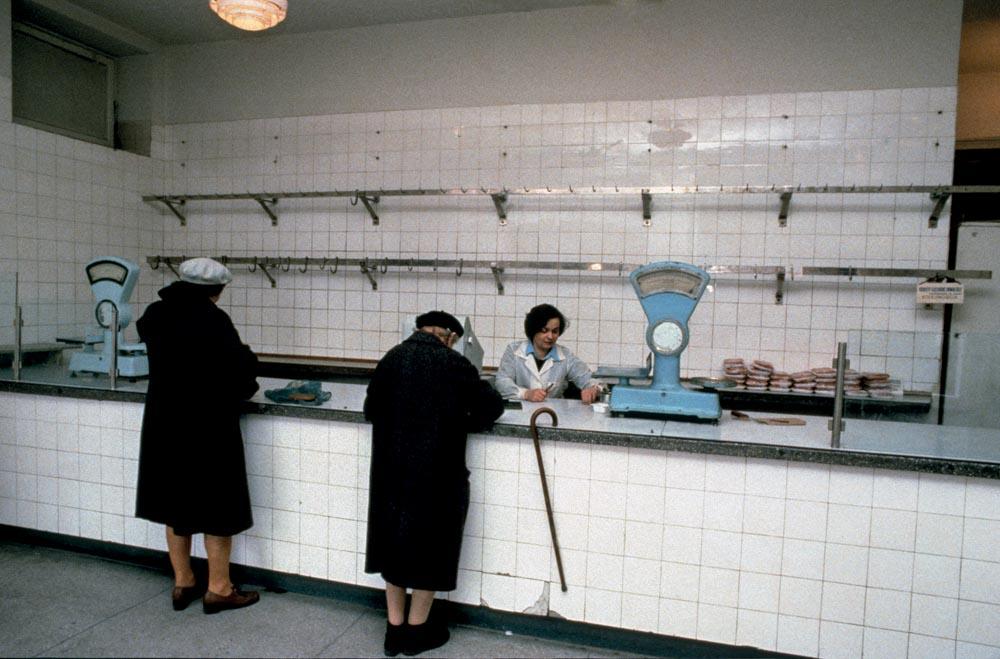 Chris Niedenthal, Warszawa 1982. Sklep mięsny, fot. materiały promocyjne