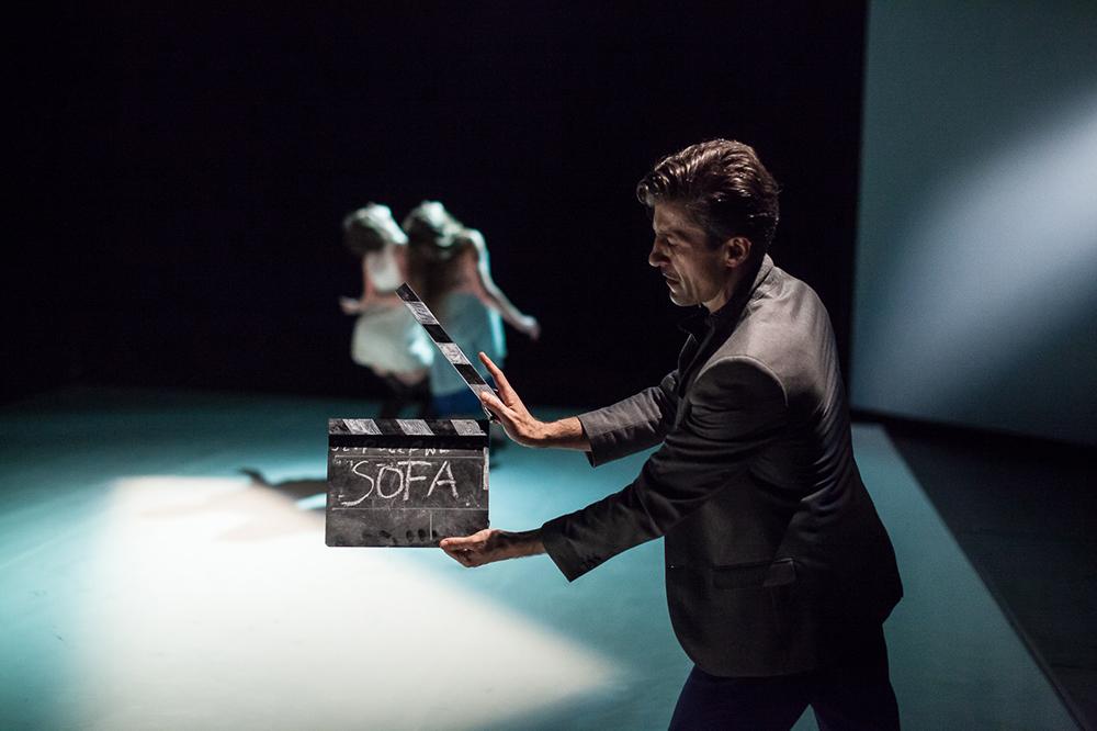 """Zdjęcie z przedstawienia """"Zagraj to, czyli 17 tańców o czymś"""", Teatr Dada von Bzdulow, fot. Dominik Wener"""