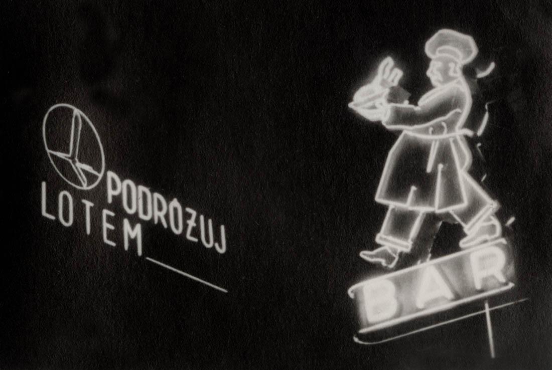 Neony, fotografia wykonana około 1938 roku, fot. Zofia Chomętowska © Fundacja Archeologia Fotografii