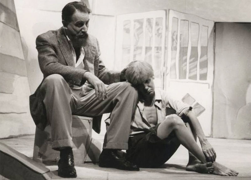Scene from a production of Pega Fogo. Pictured: Zbigniew Ziembiński and Cacilda Beckera, photo: Teatro Brasileiro de Comédia (TBC)