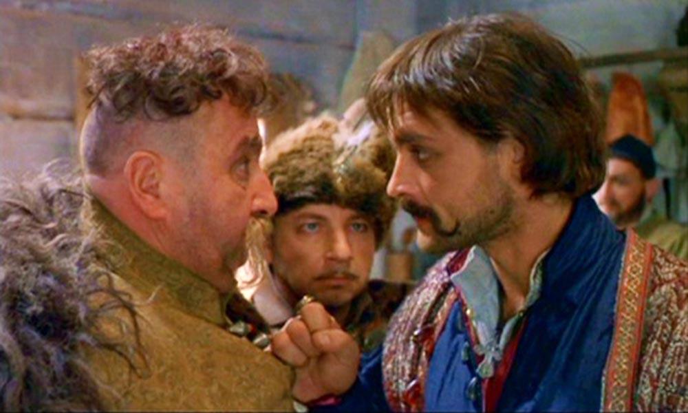 Кадр из фильма «Огнем и мечом», реж. Ежи Гофмана, 1999. Герои фильма Заглоба и Богун