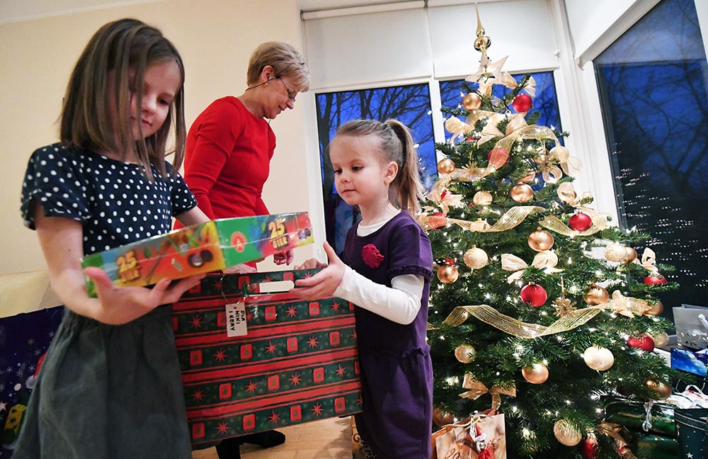 5.	Presents handed out at the Warsaw home of the Zborowski family, photo: Bartłomiej Zborowski