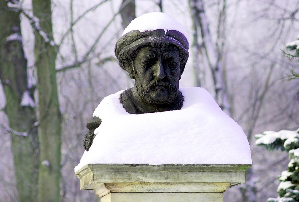 Bust of Mikołaj Rej at Mikołaj Rej's Manor in Nagłowice, photo: Zenon Zyburtowicz / Fotonova / East News