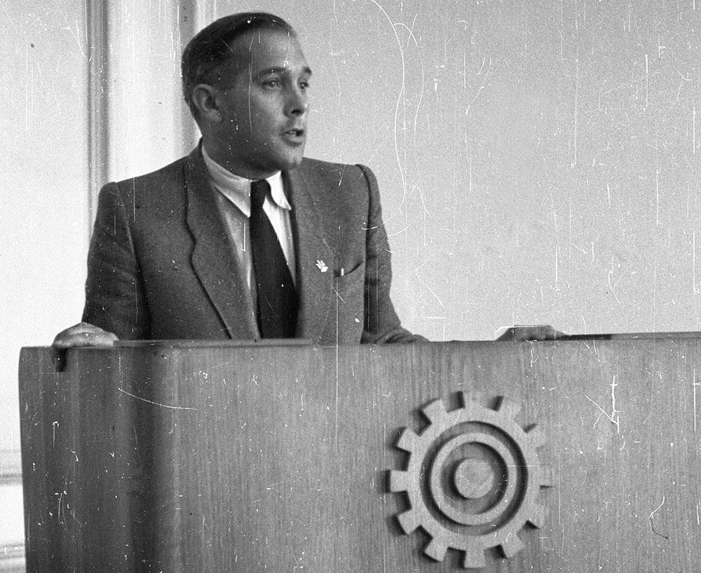 3.Tadueszusz Ptaszycki adressing the Polish Architects Association, Wrocław, 1948, photo: PAP