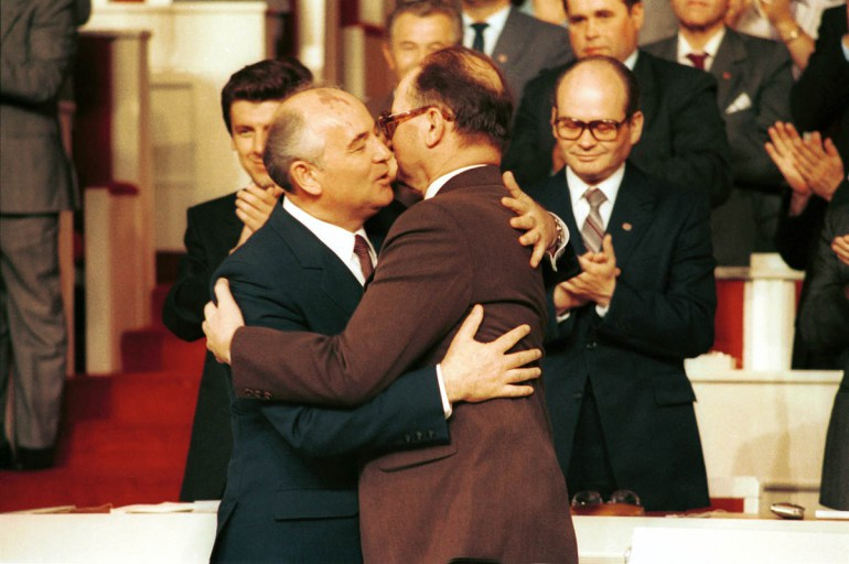 X Zjazd PZPR , Gorbaczow i Jaruzelski, fot. Jan Morek / Forum