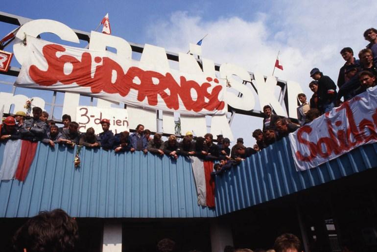 Gdańsk, 1988. Strajk okupacyjny robotnikow w Stoczni Gdanskiej im. Lenina, fot. Jerzy Kosnik/Forum