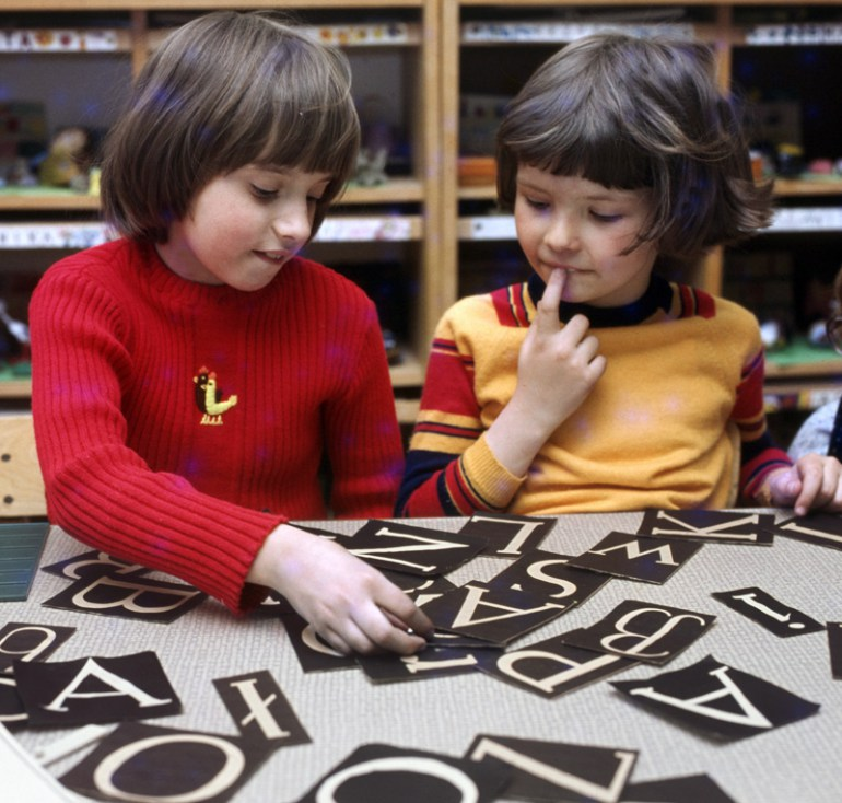 Polish children learning alphabet at school, photo: Jan Morek / Forum