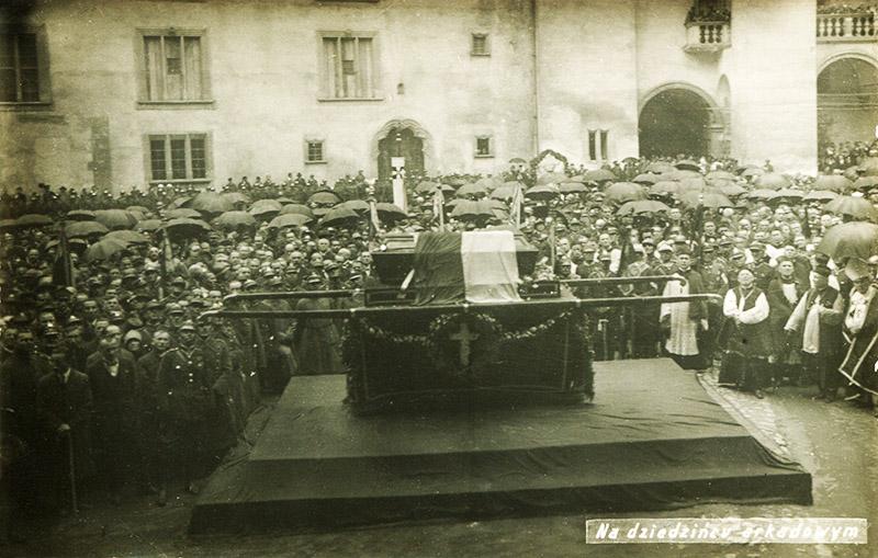 The funeral of Juliusz Słowacki at Wawel Hill in Kraków,  27-28th June 1927, photo: Aleksander Siermontowski / Muzeum Literatury / East News
