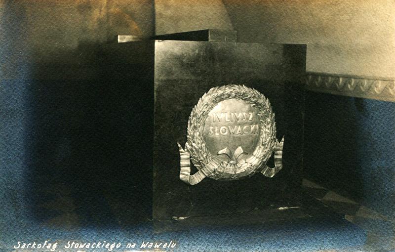 Sarkofag Słowackiego na Wawelu w krypcie wieszczów narodowych,  fot. Aleksander Siermontowski /Muzeum Literatury / East News