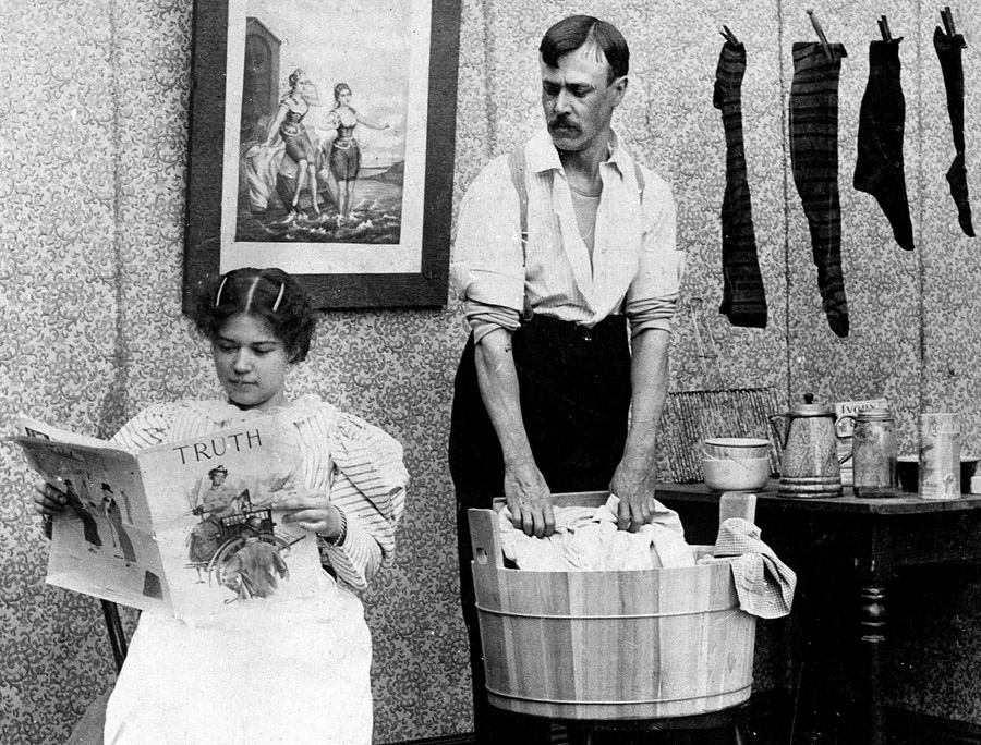 Laundry day: a humorous photo from 1901. Photo: Roger-Viollet / East News