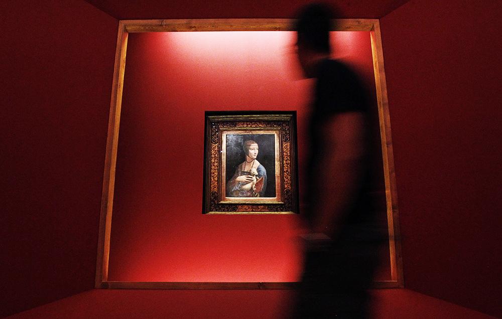 """6. Dama z gronostajem na wystawie """"Złote czasy Rzeczypospolitej"""", Palacio Real Madryt, Madryt, 2011, fot. Javier Lizon/EPA/PAP"""