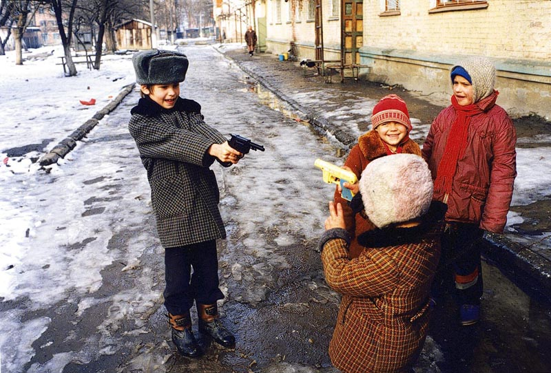 Playing War, Chechnya, 1999, photo: Krzysztof Miller / AG